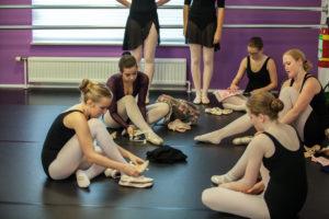 spitzen-aantrekken-balletschool-heerhugowaard-0421421